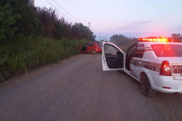 Após assalto e troca de tiros, Polícia Militar recupera veículo e prende bandido em Criciúma