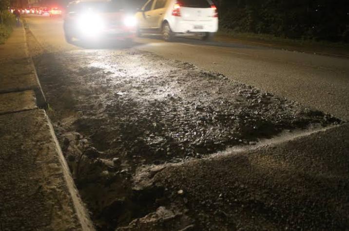 Bandidos armados se aproveitam de buracos em rodovia para roubar carro em Criciúma