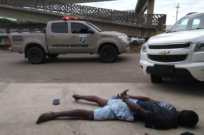 Polícia Militar prende criminosos e recupera veículo furtado