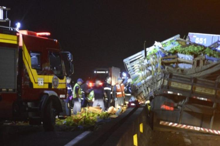 Acidente entre caminhões, carretas e automóveis é registrado em Araranguá