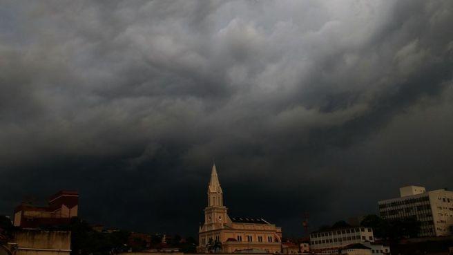 Defesa Civil emite alerta sobre formação de ciclone em Santa Catarina