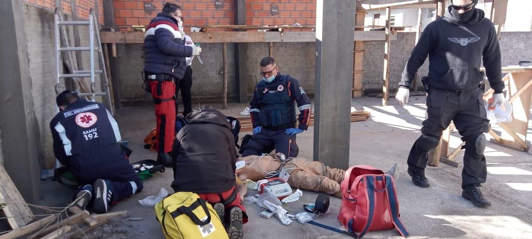 Homem morre ao cair de telhado no bairro Verdinho, em Criciúma