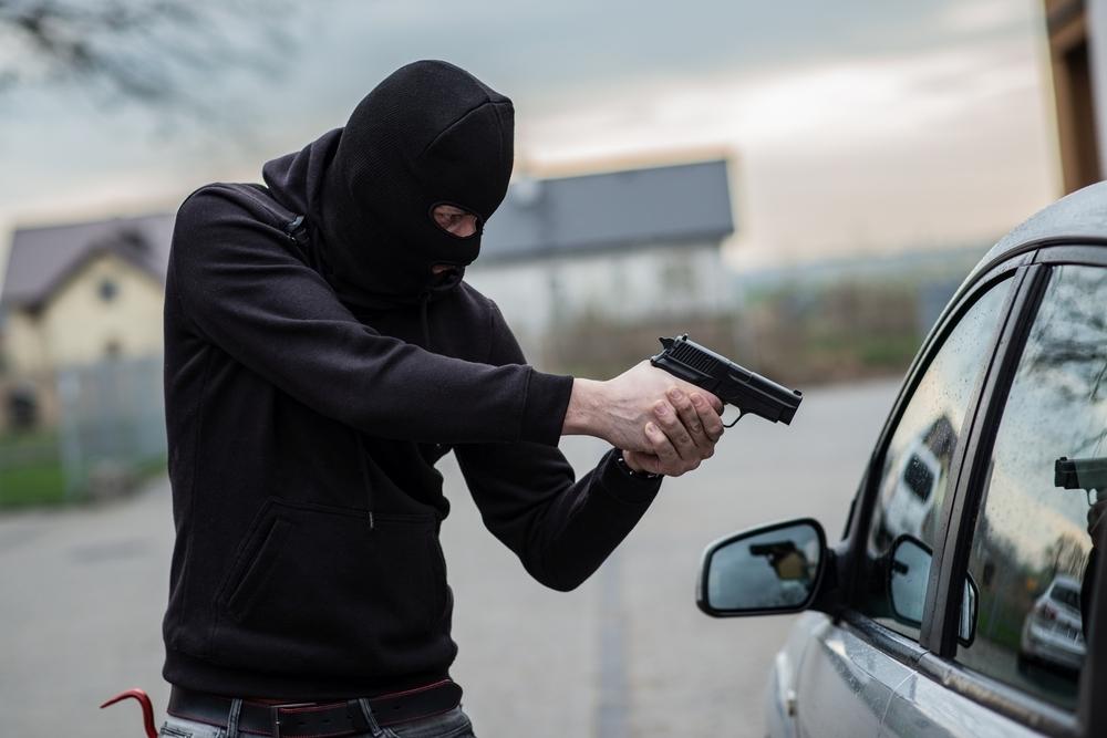 Bandidos roubam veículo e instrumentos musicais