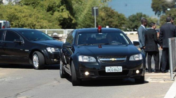 Jair Bolsonaro terá carros blindados que resistem a disparos de submetralhadora