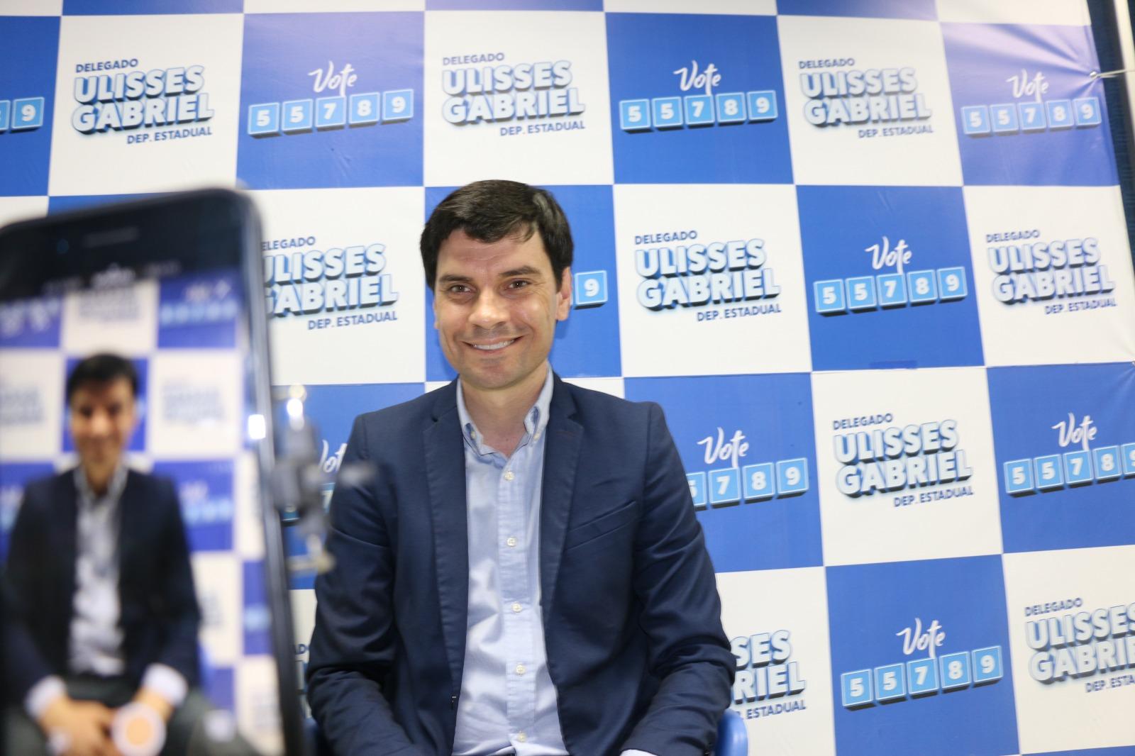 Delegado Ulisses Gabriel desponta nas redes sociais com transmissão ao vivo de propostas
