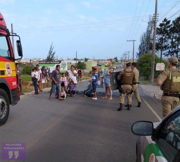 Polícia Militar desobstrui via após reivindicação pelo direito de fazer gato na energia