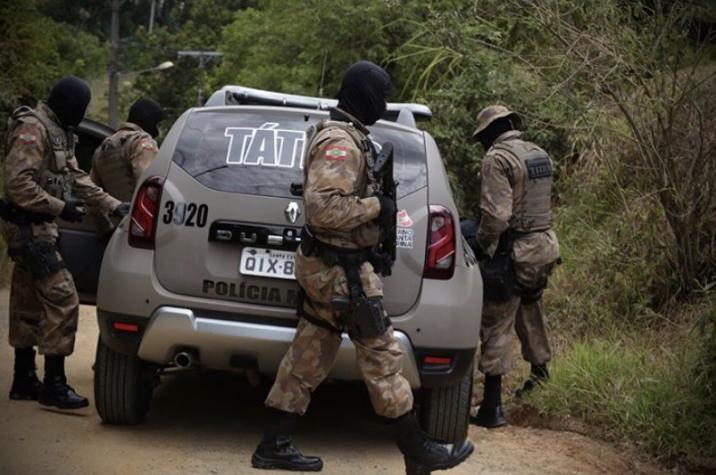 Em andamento: criminosos armados roubam caminhoneta no Centro de Criciúma