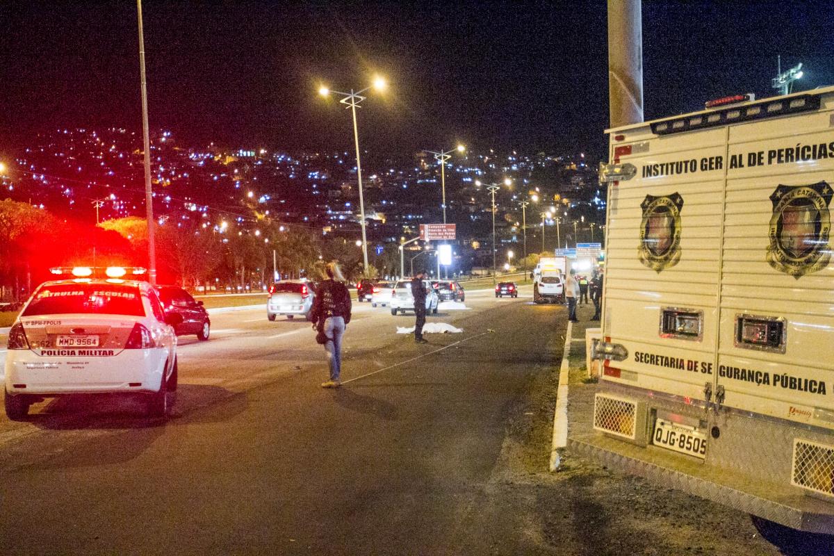 Duas pessoas morrem em acidente em frente ao Centro Sul, em Florianópolis