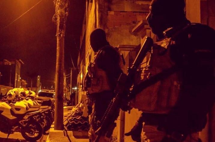 Quadrilha invade residência, rende vítimas e rouba veículos em Criciúma