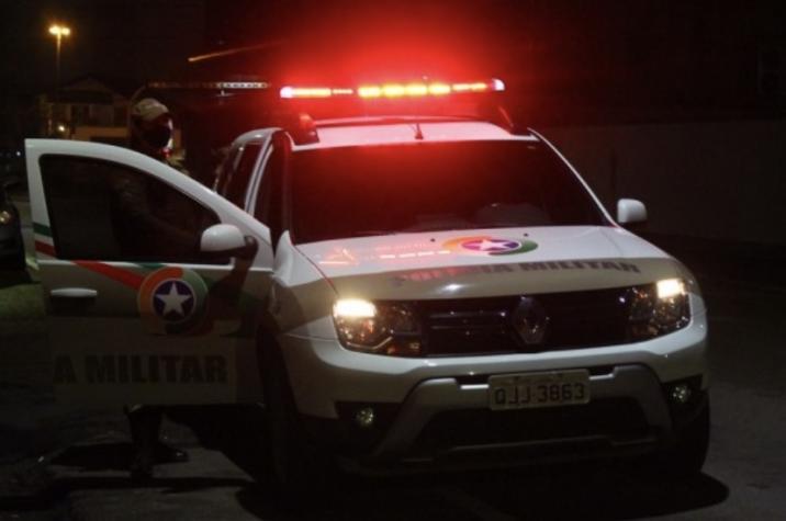 Mulher é sequestrada e passa 4 horas presa no porta-malas de seu veículo em Criciúma
