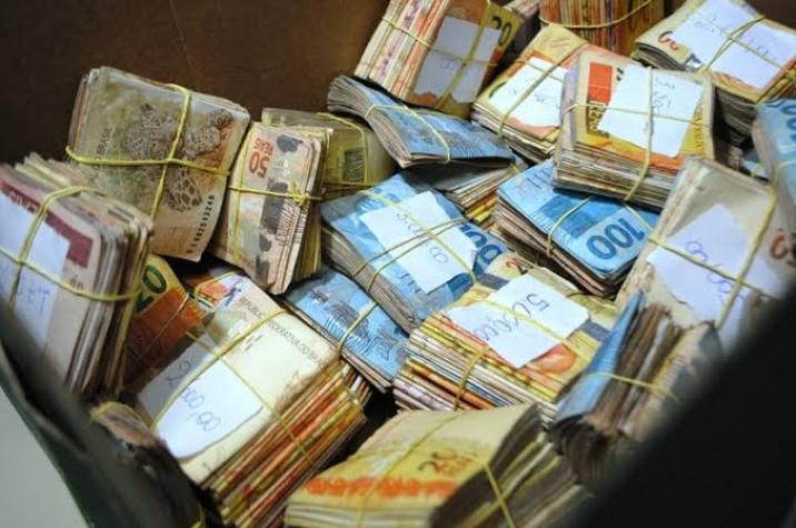 Bandidos rendem funcionária de empresa e roubam malote em Criciúma