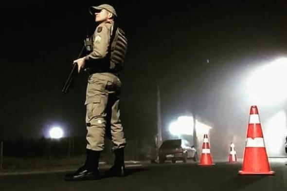 Bandidos armados rendem mulher e roubam veículo em Criciúma