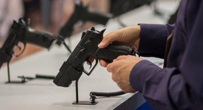 Brasil fecha 2020 com recorde de 180 mil novas armas de fogo registradas na PF