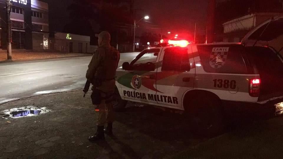 Se passando por Fiscais Sanitários, bandidos invadem residência e cometem assalto em Criciúma