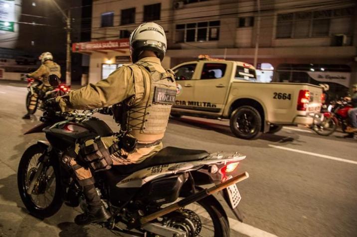Bandidos rendem vítima chegando em casa e roubam caminhonete em Criciúma