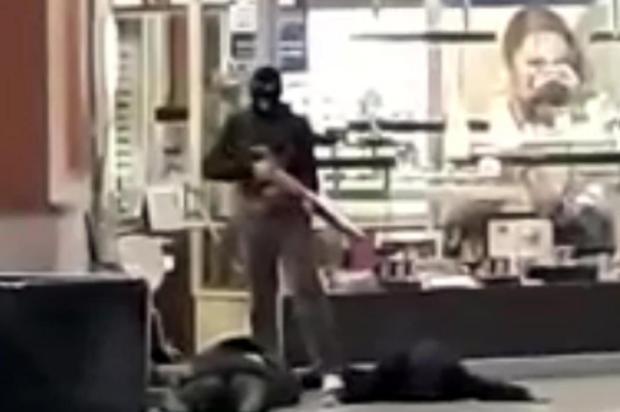 Bandidos assaltam joalheria de shopping em Florianópolis