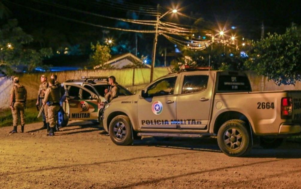 Quadrilha sequestra mulher, rouba veículo e utiliza cartões da vítima em Criciúma