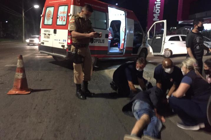 Por falta de ambulância, motociclista ferido espera por mais de 40 minutos para ser atendido em Criciúma