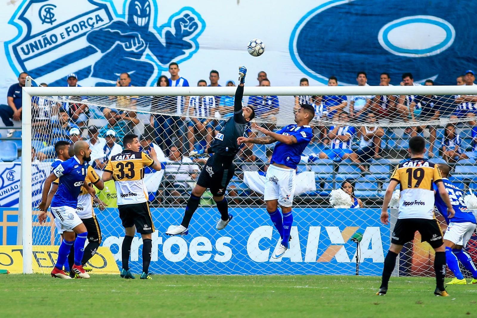 Mazola Jr. lamenta atuação do Criciúma e resume revés: