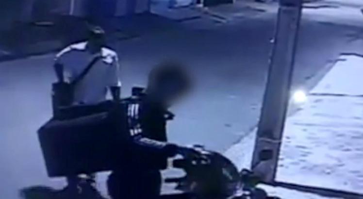 Motoboy é assaltado enquanto fazia entrega de lanches