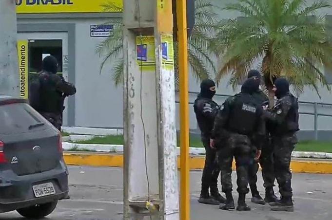 Ataques a bancos com reféns deixam 13 mortos no Ceará