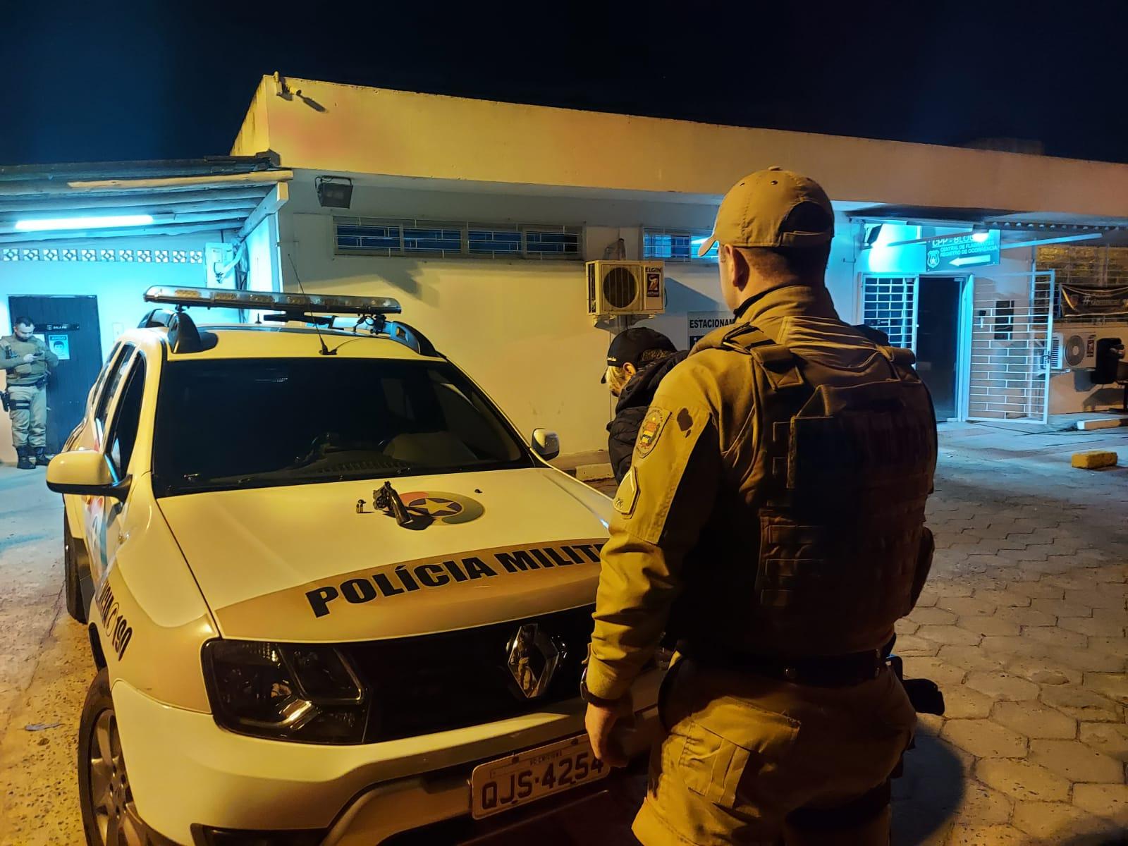 Polícia Militar prende bandidos e apreende arma de fogo em Criciúma