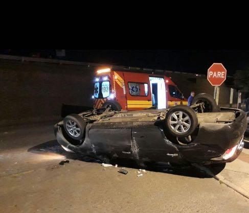 Veículo despenca de viaduto em Maracajá