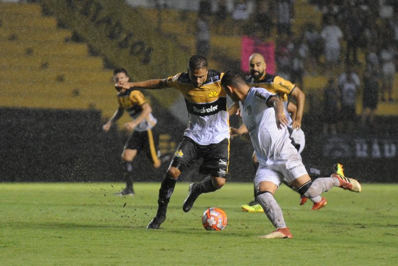 Criciúma perde na estreia