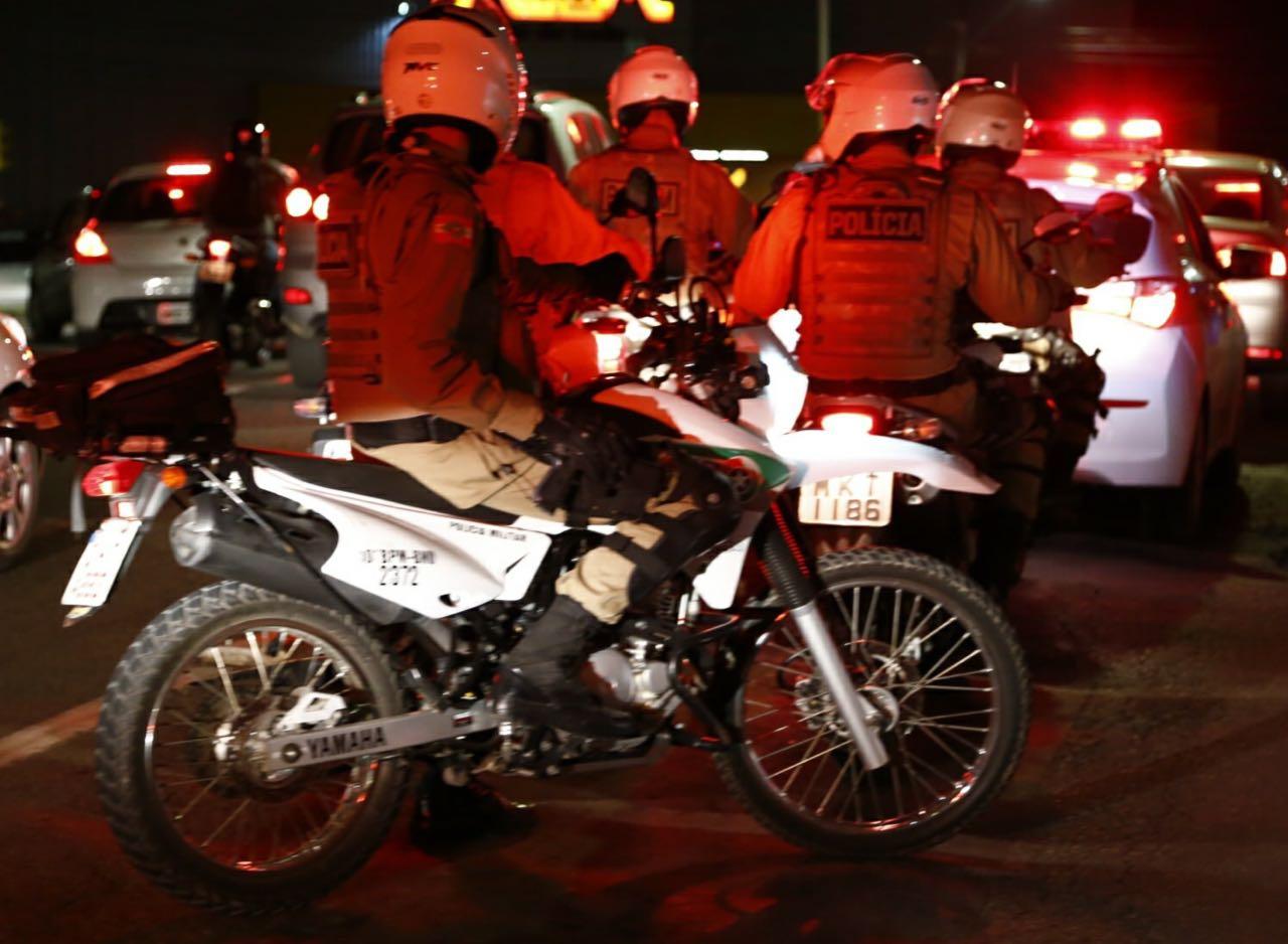 Criminosos armados rendem idoso e roubam veículo em Criciúma