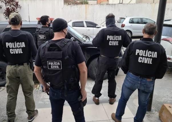 Traficantes que vendiam droga em frente a colégio de Criciúma são presos pela Polícia Civil