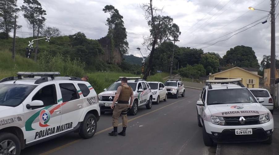 Polícia Militar prende quatro traficantes no Rio Maina