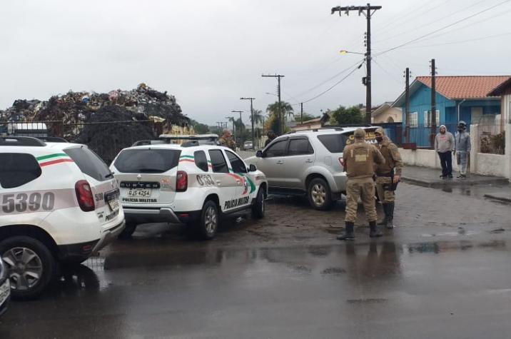 Após ser comunicada, Polícia Militar recupera veículo tomado de assalto em cinco minutos em Criciúma