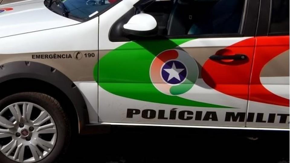 Assaltantes armados roubam Corolla em Criciúma