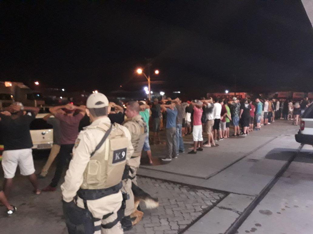 Polícia Militar realiza operação em posto de combustíveis em Içara