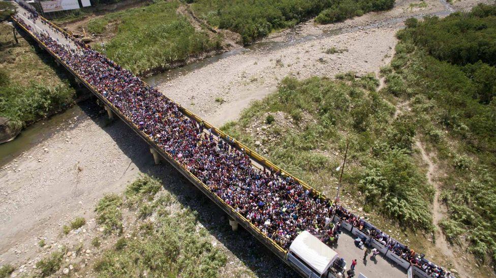 A ponte que simboliza o desespero do êxodo venezuelano