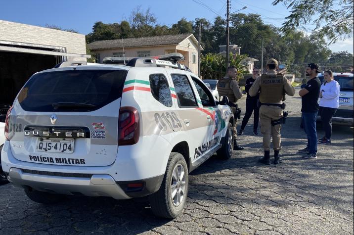 Bandidos armados invadem empresa e roubam veículo na Próspera