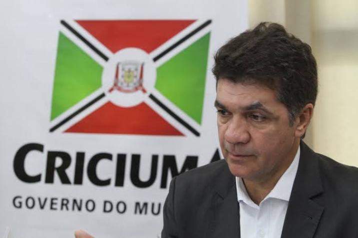 Clésio Salvaro continua crescendo nas pesquisas e atinge 64% das intenções de voto