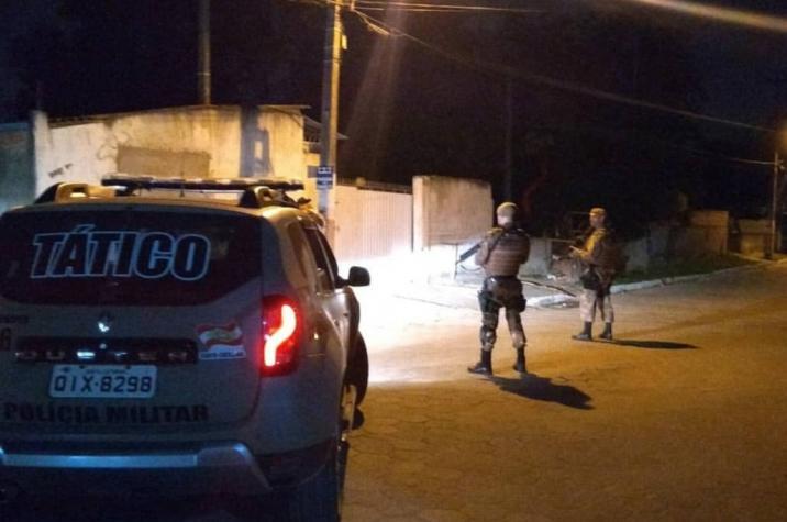 Caminhonete é tomada de assalto no Pinheirinho