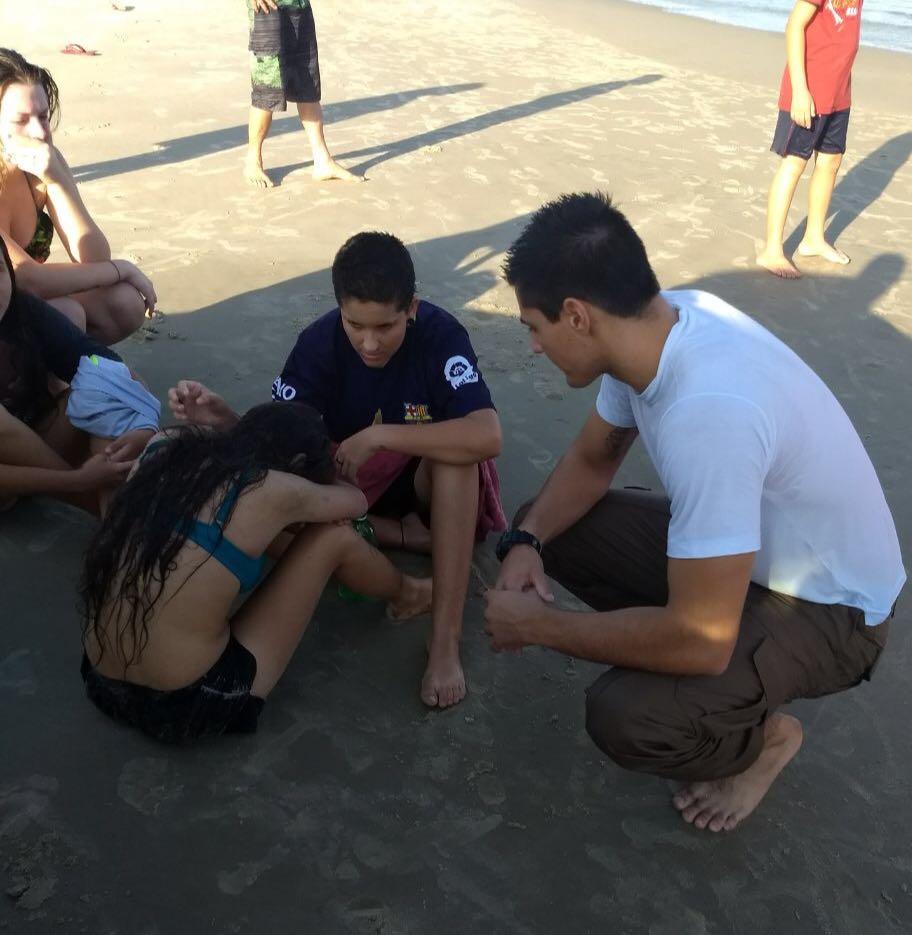 Policial militar não mede esforços para salvar jovem de afogamento